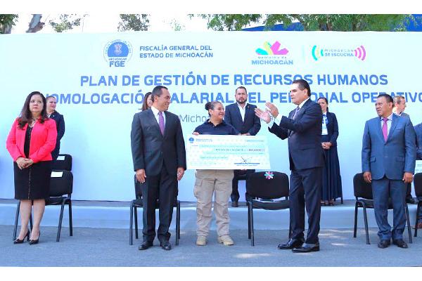 Poder Judicial de Michoacán presente el acto de homologación salarial del personal operativo de la Fiscalía estatal