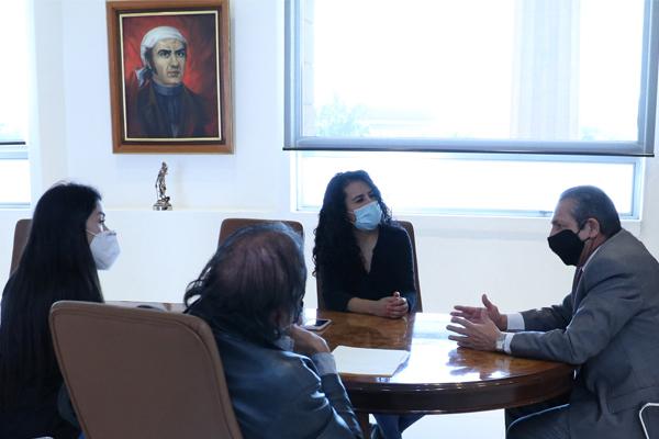 Magistrado presidente recibe a comisión de madres y padres de familia que desean apertura del Centro de Convivencia