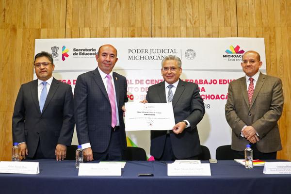 En total se otorgó reconocimiento a una maestría y tres especialidades; también se reconoce al Instituto de la Judicatura como Centro de Trabajo Educativo