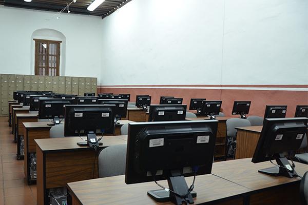 De ellos, se derivarán concursos de oposición para las diversas categorías de los programas académicos vigentes y que forman parte de la carrera judicial