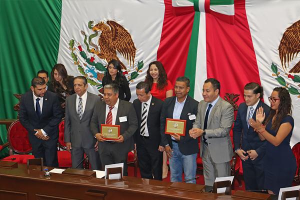 Centro Regional de Educación Normal de Artega, Michoacán, recibe el reconocimiento
