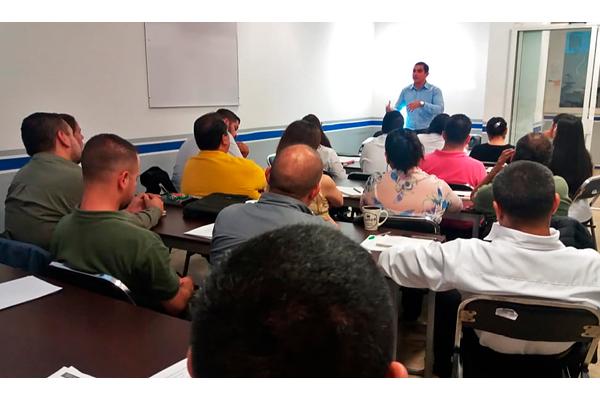 La formación académica consta de 30 horas, a lo largo de cinco semanas, participan 25 servidores públicos