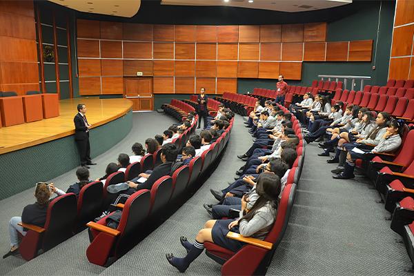 Medidas y sanciones en delitos sexuales, acoso escolar y delitos graves cometidos por adolescentes, entre los temas abordados en charla de Visita Guiada