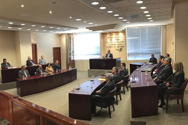 Integrantes del STJE realizan sesión extraordinaria con motivo de la aprobación del retiro voluntario del titular de la Quinta Sala Civil del STJE