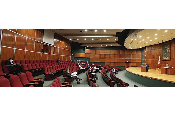 El STJE se integra por titulares de dieciocho salas y la Presidencia, y basta la presencia de la mitad más uno para sesionar